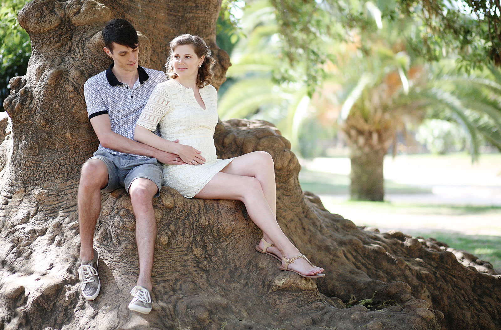 Maternity photo session in Ciutadella Park