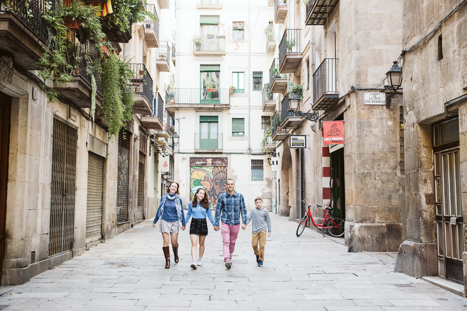 Family photo session in Born Barcelona | Natalia Wisniewska Photography
