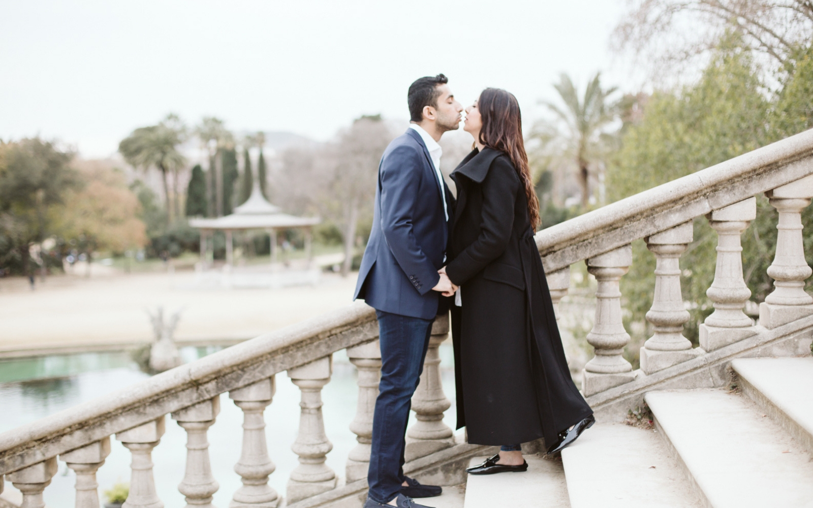 Engagement photo session in Ciutadella Park, Barcelona