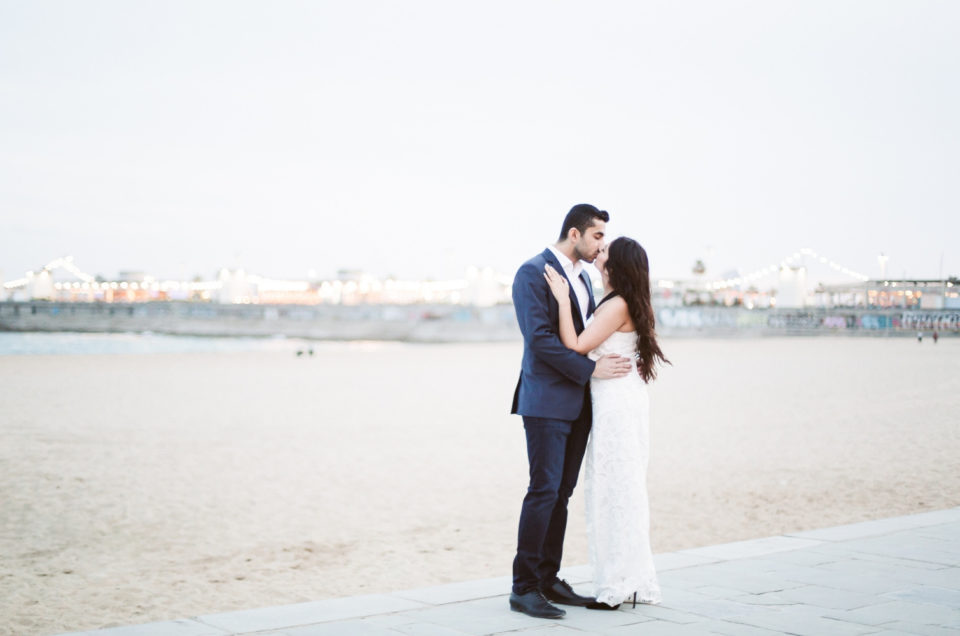 Romantic photo session at the Ciutadella Park and the beach
