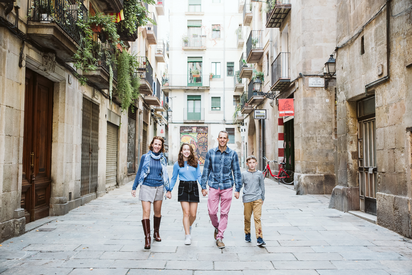 Family photo session in Barcelona
